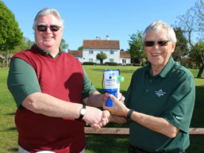 Golfers pitch in to support carers